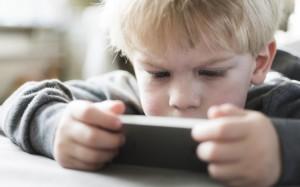 Ученые: гаджеты вредят здоровью детей и подростков
