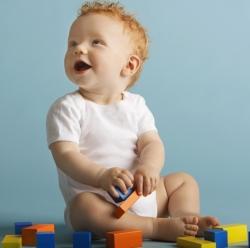 Чем занять ребенка до года дома?