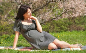 Отечность ног во время беременности: Что делать