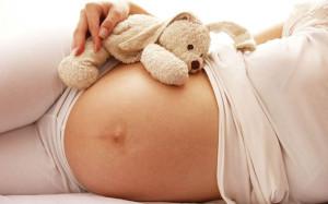 Специалисты уверены, чем меньше девушка знает о беременности, тем проще ей родить