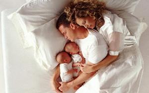 Если ребенок спит с родителями