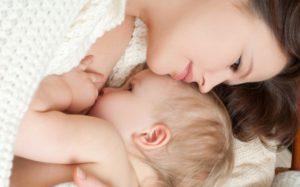 Если ребенка кормили грудью до 6-месячного возраста, он будет себя хорошо вести, говорят ученые