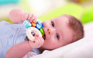 Игрушки позитивно влияют на развитие малыша в первый год его жизни