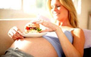 Как правильно питаться беременной женщине в каждом триместре?