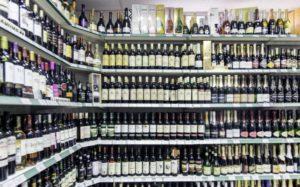 Родителей хотят наказывать за покупку алкоголя детьми