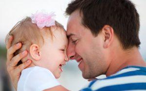 Тестостерон может влиять на то, как отец ведет себя с ребенком
