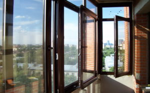 Три варианта застекления лоджии или балкона