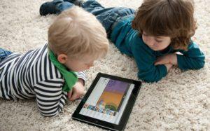 Медики: планшеты успокаивают детей перед операцией