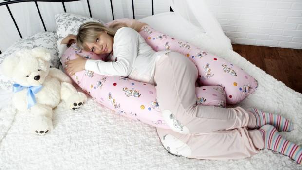 Подушка для беременных обеспечивает женщине хороший отдых