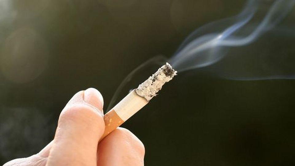 Учёные: отсутствие одного из родителей делает из детей курильщиков