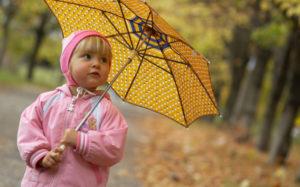 Как одеть ребенка на прогулку осенью?