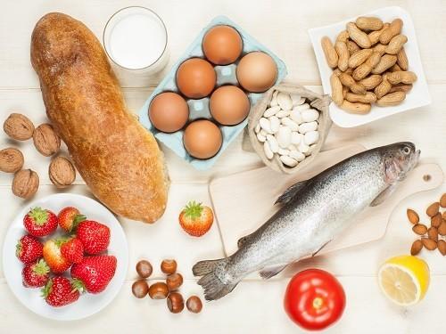 Многие родители ошибочно уверены, что страдают аллергией на те же продукты, что и их дети