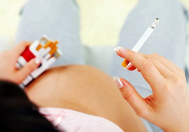 Курение во время беременности и кесарево сечение опасны для психики ребенка