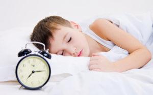 Недостаток сна в детстве приводит к алкоголизму в будущем
