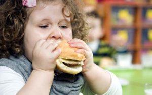 Издевательства в детстве могут стать причиной ожирения