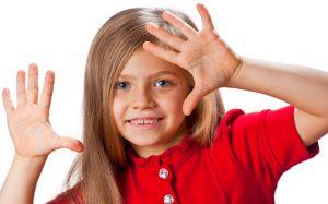 Первые жесты младенцев важнее, чем сказанные ими слова