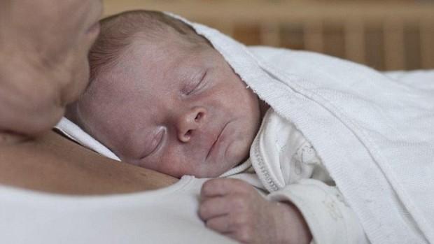 Ранний контакт с матерью улучшает здоровье недоношенных детей