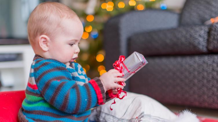 Как выбрать сладкий подарок для ребенка?