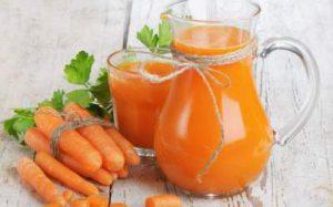 Морковный сок может помочь при проблемах с бесплодием