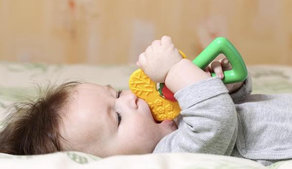 Гомеопатические препараты для облегчения прорезывания зубов признали опасными