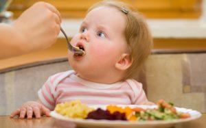 Родители вводят прикорм слишком рано, повышая риск ожирения и диабета