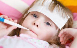Как правильно сбить температуру у ребенка: 5 действенных способов