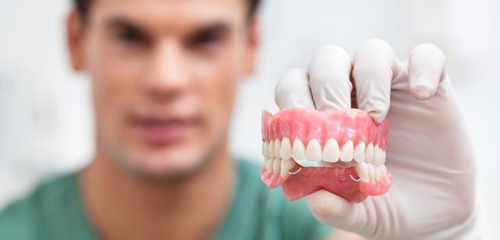 Протезирование всего зубного ряда вновь вернет улыбку и смысл жизни