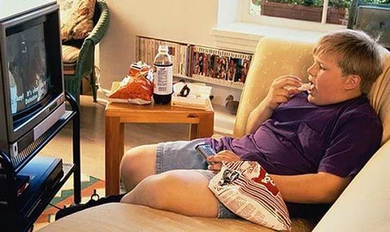Телевизоры и компьютеры провоцируют развитие диабета у детей