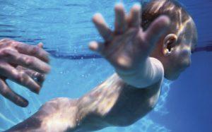 Плавание для грудничков — все плюсы и минусы