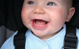Что делать, когда у ребёнка режутся зубы?