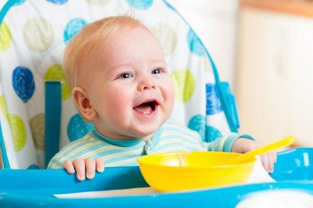 Как научить ребенка кушать ложкой: 10 золотых правил