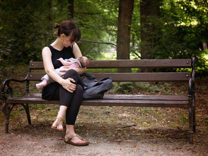 Стул грудничка: почему возникают проблемы с перевариванием маминого молока?