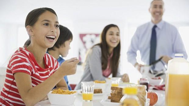 Специалисты рассказали о важности завтрака для детей и подростков