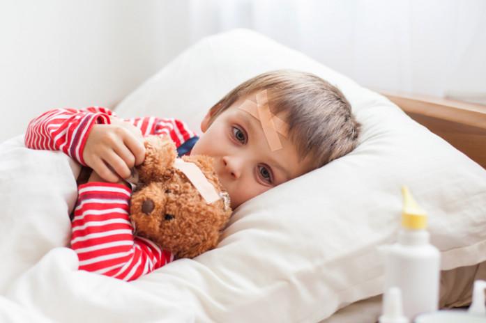 Ребенка знобит: что можно и нельзя делать родителям?
