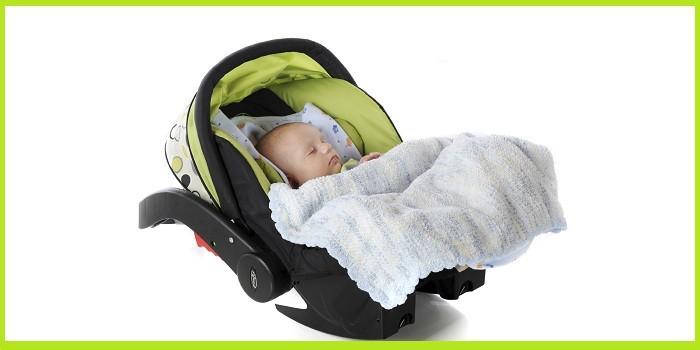 Как выбрать люльку в автомобиль для новорожденного ребенка