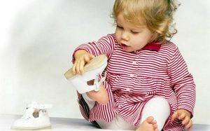 Нужна ли ребенку ортопедическая обувь