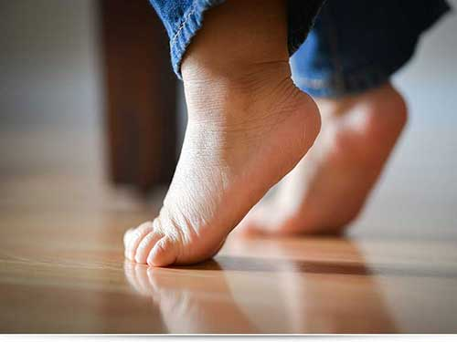 Ребенок ходит на цыпочках или «походка на пуантах»