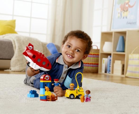 Выбираем правильный подарок малышу: игрушечные машинки