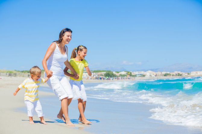 С ребенком на пляж: меры безопасности