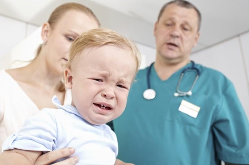Ребенок грызет ногти: причины и что делать?