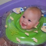 Спасательный круг для купания малышей