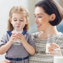 Коровье молоко в детском рационе — с какого возраста вводить и стоит ли?