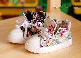 Почему не стоит покупать поношенную детскую обувь?