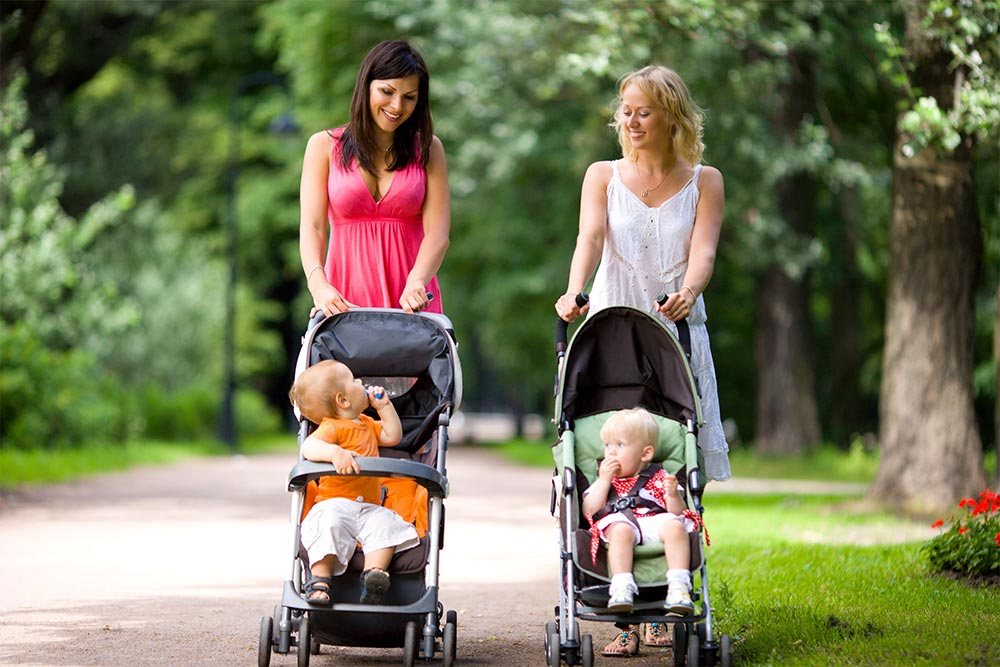 Ребенок в коляске: фото и картинка ребенок в коляске, скачать