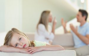 Полезно или вредно смотреть телевизор ребёнку во время еды?
