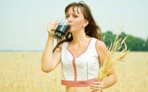 Можно ли кормящим квас, какой квас и сколько можно пить, когда кормишь ребёнка грудным молоком. Принесет ли вред квас кормящей маме?