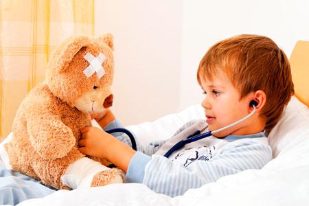 У ребенка болит горло: как помочь