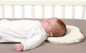 Подушка для новорожденных, нужна или нет, виды подушек, одобренных ортопедами