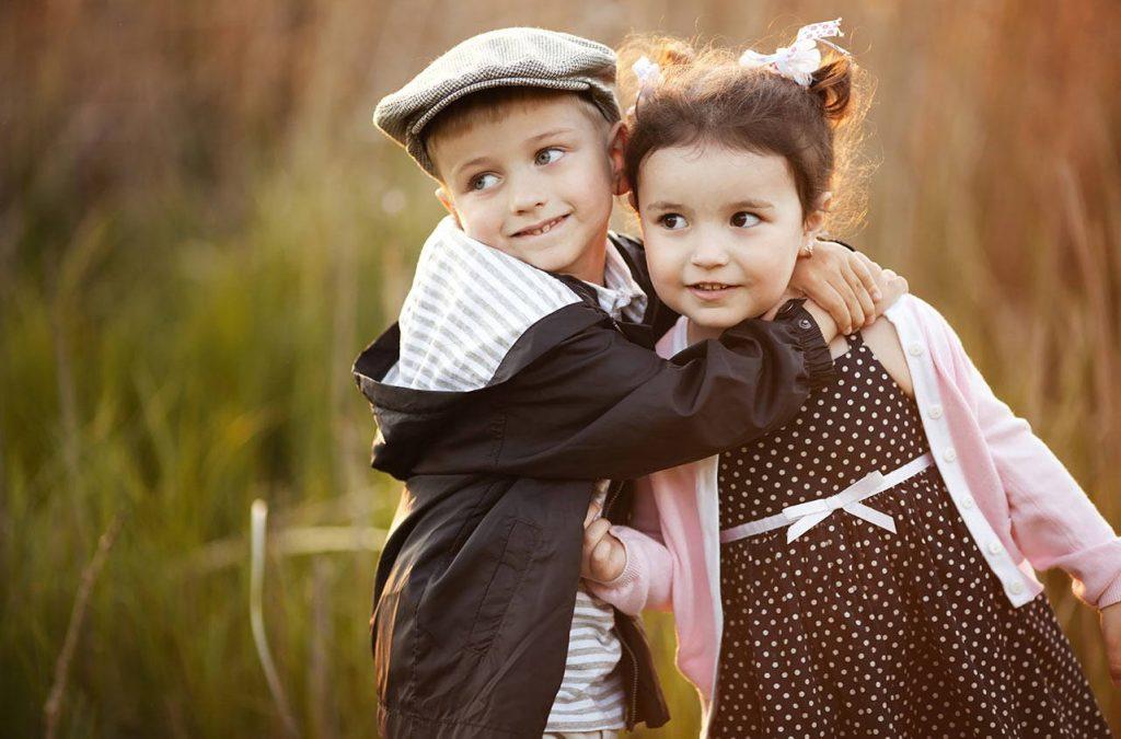 Как вести себя родителю, если ребенок испытывает первую любовь?
