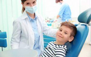 Как связаны патологии прикуса и нарушения осанки у детей